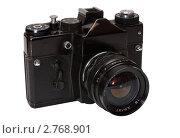 Купить «Старый плёночный зеркальный фотоаппарат на белом фоне», эксклюзивное фото № 2768901, снято 2 сентября 2011 г. (c) Константин Косов / Фотобанк Лори