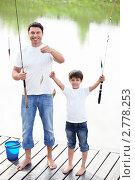 Купить «Отец с сыном на рыбалке», фото № 2778253, снято 13 августа 2011 г. (c) Raev Denis / Фотобанк Лори