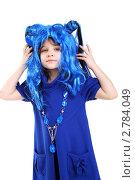 Купить «Девочка в синем карнавальном парике», фото № 2784049, снято 4 января 2011 г. (c) lanych / Фотобанк Лори