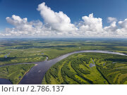 Вид сверху на равнинную реку летом. Стоковое фото, фотограф Владимир Мельников / Фотобанк Лори