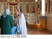 Купить «Православный священник с прихожанкой», эксклюзивное фото № 2788809, снято 28 августа 2011 г. (c) Майя Крученкова / Фотобанк Лори