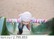 Девочка взбирается на горку. Стоковое фото, фотограф Армен Богуш / Фотобанк Лори