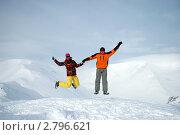 Счастливые сноубордисты прыгают в горах. Стоковое фото, фотограф Oksana Oleneva / Фотобанк Лори