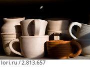 Глиняная посуда на чёрном фоне. Стоковое фото, фотограф Кирьянова Наталия / Фотобанк Лори