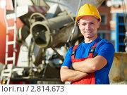 Купить «Портрет рабочего на фоне строительной техники», фото № 2814673, снято 27 сентября 2018 г. (c) Дмитрий Калиновский / Фотобанк Лори