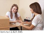 Купить «Девушка делает маникюр клиентке», фото № 2821945, снято 19 сентября 2011 г. (c) Яков Филимонов / Фотобанк Лори