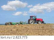 Купить «Трактор с культиватором в поле», фото № 2823773, снято 26 августа 2011 г. (c) Икан Леонид / Фотобанк Лори