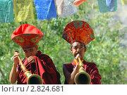 Купить «Монахи - буддисты исполняют ритуальную музыку на тибетских трубах. Лех. Ладакх. Индия», фото № 2824681, снято 6 сентября 2011 г. (c) Татьяна Белова / Фотобанк Лори