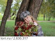 Девочка с букетом калины. Стоковое фото, фотограф Ольга Шабалкина / Фотобанк Лори