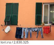 Купить «Генуя. Окна старого города», эксклюзивное фото № 2830325, снято 17 сентября 2011 г. (c) Татьяна Лата / Фотобанк Лори