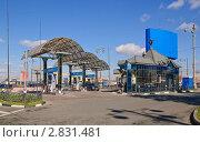 АЗС на Рижской площади. Москва (2010 год). Редакционное фото, фотограф Алёшина Оксана / Фотобанк Лори