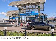 АЗС на Рижской площади, Москва (2010 год). Редакционное фото, фотограф Алёшина Оксана / Фотобанк Лори