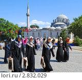 Купить «Стамбул, девушки идут из мечети», фото № 2832029, снято 19 августа 2011 г. (c) Татьяна Юни / Фотобанк Лори