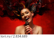 Купить «Девушка поет», фото № 2834689, снято 18 июля 2018 г. (c) Константин Юганов / Фотобанк Лори