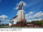 """Купить «Москва. Монумент """" Рабочий и Колхозница""""», эксклюзивное фото № 2835717, снято 19 сентября 2011 г. (c) lana1501 / Фотобанк Лори"""