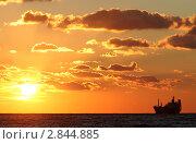 Купить «Закат на море», эксклюзивное фото № 2844885, снято 18 октября 2018 г. (c) Дмитрий Неумоин / Фотобанк Лори