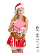 Купить «Девушка в костюме помощницы Санта-Клауса с подарком в руках», фото № 2844909, снято 28 августа 2011 г. (c) Сергей Дубров / Фотобанк Лори