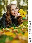 Женщина в осеннем парке. Стоковое фото, фотограф Дмитрий Калиновский / Фотобанк Лори