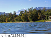 Озеро на фоне гор. Стоковое фото, фотограф Алан Мамуков / Фотобанк Лори