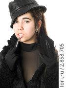 Купить «Красивая брюнетка в перчатках с когтями», фото № 2858705, снято 23 ноября 2009 г. (c) Сергей Сухоруков / Фотобанк Лори