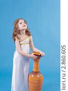 Красивая девочка в платье богини стоит около вазы. Стоковое фото, фотограф Марина Теплякова / Фотобанк Лори