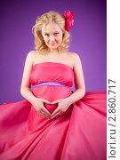 Купить «Молодая беременная женщина в розовом платье», фото № 2860717, снято 20 февраля 2011 г. (c) Марина Теплякова / Фотобанк Лори