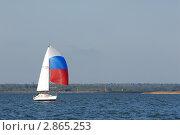 Купить «Каравелла под парусом.Спинакер цвета российского флага», эксклюзивное фото № 2865253, снято 1 октября 2011 г. (c) Svet / Фотобанк Лори