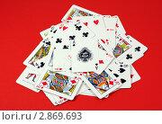 Купить «Игральные карты на красном фоне», фото № 2869693, снято 1 марта 2008 г. (c) Georgios Kollidas / Фотобанк Лори