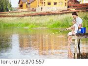 Купить «Мужчина с дочерью ловят рыбу», фото № 2870557, снято 13 августа 2011 г. (c) Raev Denis / Фотобанк Лори