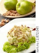 Салат из зеленых яблок с орехами. Стоковое фото, фотограф Dzianis Miraniuk / Фотобанк Лори
