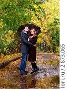 Купить «Пара под зонтом в осеннем парке», фото № 2873065, снято 14 октября 2011 г. (c) Морозова Татьяна / Фотобанк Лори