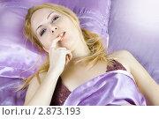 Купить «Соблазнительная блондинка на шелковых простынях», фото № 2873193, снято 9 марта 2011 г. (c) katalinks / Фотобанк Лори