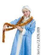 Купить «Улыбающаяся снегурочка с елочной мишурой», фото № 2876009, снято 16 сентября 2011 г. (c) Сергей Дубров / Фотобанк Лори