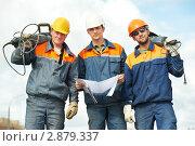 Купить «Строители с рабочими инструментами», фото № 2879337, снято 26 мая 2020 г. (c) Дмитрий Калиновский / Фотобанк Лори