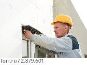 Купить «Штукатур за работой», фото № 2879601, снято 23 мая 2019 г. (c) Дмитрий Калиновский / Фотобанк Лори