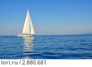 Купить «Белая парусная яхта в море», фото № 2880681, снято 7 сентября 2011 г. (c) Анна Мартынова / Фотобанк Лори