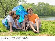 Купить «Семья на природе у походной палатки», фото № 2880965, снято 9 мая 2010 г. (c) Losevsky Pavel / Фотобанк Лори