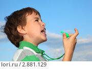 Купить «Ребенок со свистком на фоне голубого неба», фото № 2881129, снято 11 мая 2010 г. (c) Losevsky Pavel / Фотобанк Лори