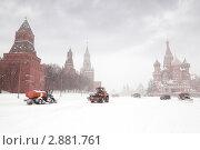 Купить «Снегоуборочная техника работает на Красной площади», фото № 2881761, снято 22 февраля 2010 г. (c) Losevsky Pavel / Фотобанк Лори