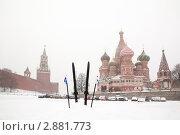 Купить «Парковка возле собора Василия Блаженного в Москве в зимнее время во время снегопада», фото № 2881773, снято 22 февраля 2010 г. (c) Losevsky Pavel / Фотобанк Лори