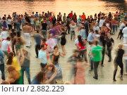 Купить «Люди танцуют на Пушкинской набережной», фото № 2882229, снято 15 мая 2010 г. (c) Losevsky Pavel / Фотобанк Лори