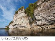 Скала Говорливый Камень. Северный Урал, река Вишера (2011 год). Редакционное фото, фотограф Павел Спирин / Фотобанк Лори