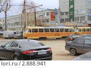 Купить «Оранжевый трамвай набирает ход. Екатеринбург», эксклюзивное фото № 2888941, снято 18 октября 2011 г. (c) Анатолий Матвейчук / Фотобанк Лори