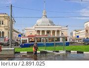 Купить «Дворник на Комсомольской площади», эксклюзивное фото № 2891025, снято 3 июня 2010 г. (c) Алёшина Оксана / Фотобанк Лори