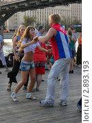 Купить «Танец под мостом», фото № 2893193, снято 30 июля 2011 г. (c) Смирнова Лидия / Фотобанк Лори