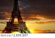 Купить «Эйфелева башня. Париж», фото № 2895897, снято 28 сентября 2010 г. (c) Роман Сигаев / Фотобанк Лори