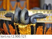 Декоративная ручка в виде змеи (2011 год). Редакционное фото, фотограф Беляева Елена / Фотобанк Лори