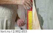 Купить «Укладка керамической плитки», видеоролик № 2902653, снято 24 октября 2011 г. (c) Владимир Никулин / Фотобанк Лори