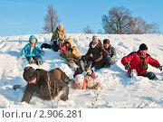 Купить «Рождество. Народные гулянья. Группа людей прыгнула с горы в сугроб», эксклюзивное фото № 2906281, снято 7 января 2011 г. (c) Игорь Низов / Фотобанк Лори