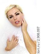 Портрет красивой женщины в ванне с молоком. Стоковое фото, фотограф Елена Сикорская / Фотобанк Лори